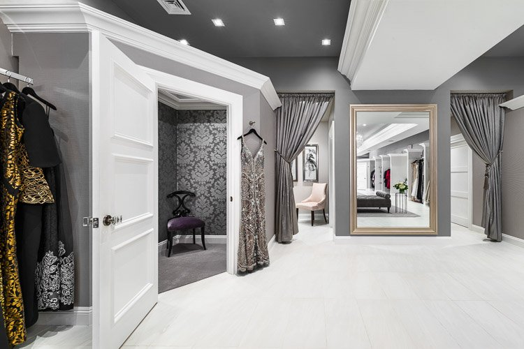 Emily's Boutique dressing room