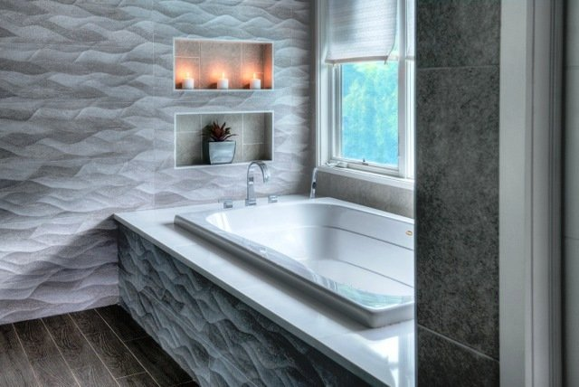 Soaker tub with window