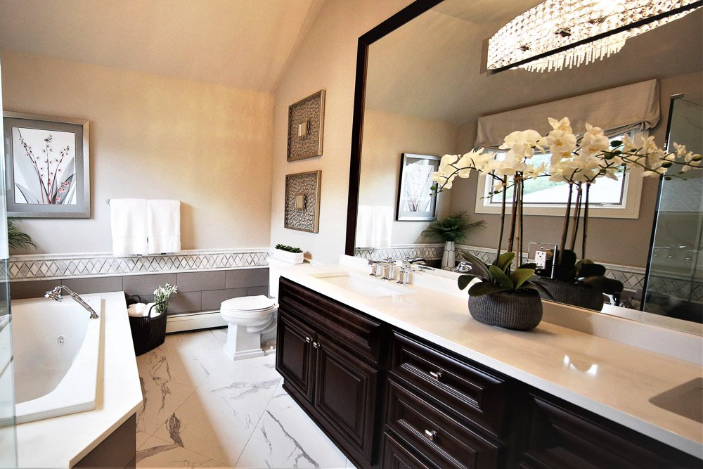 Bathroom with dual vanity, tub and toilet